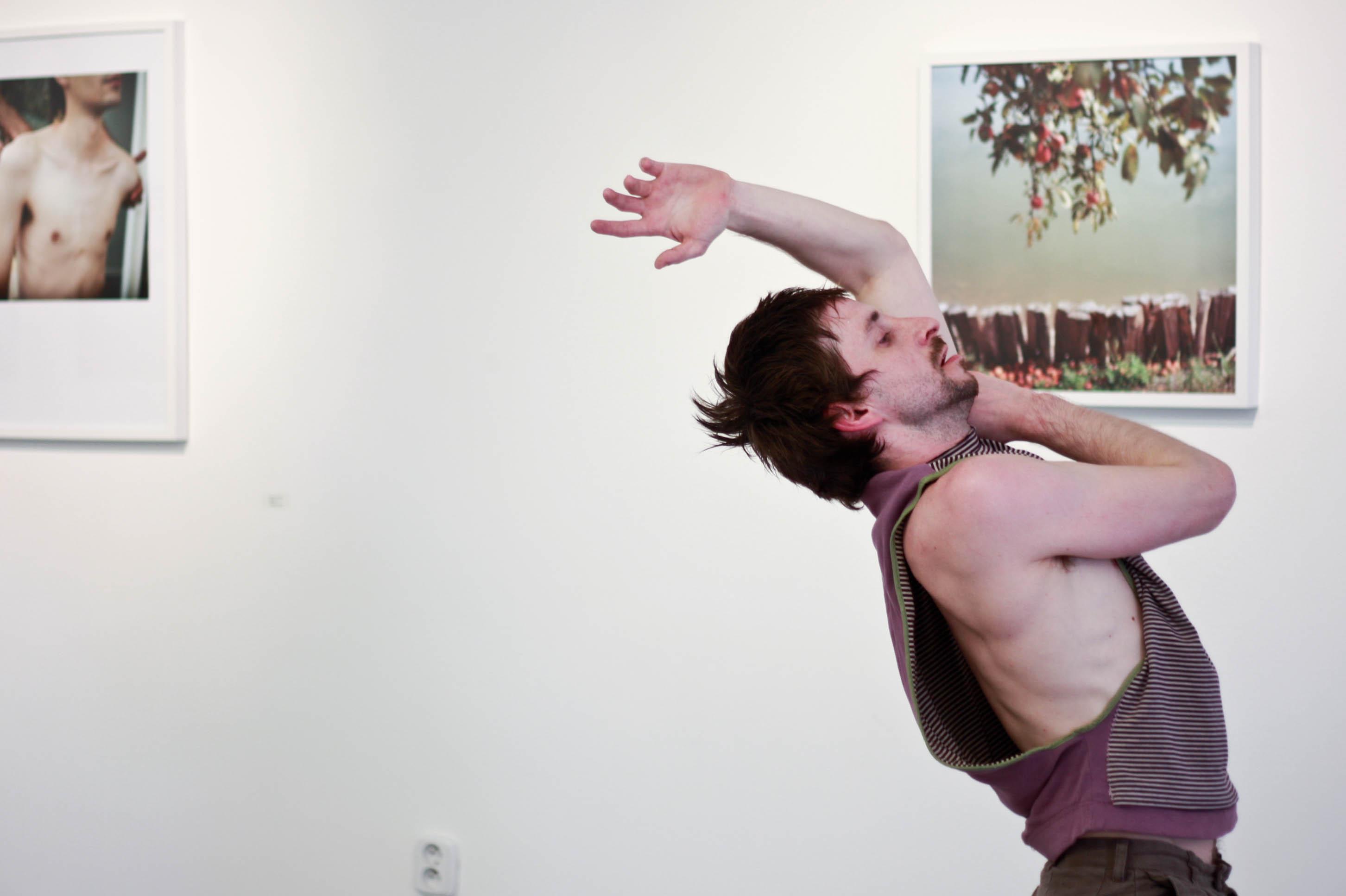 Jaro Viňarský: Happening v galérii Plusmínusnula, Tancuj, tancuj! 2012