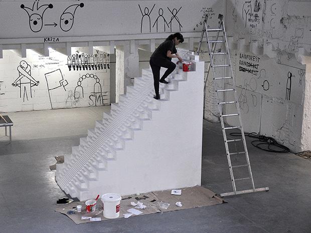 elena_maluje_schody