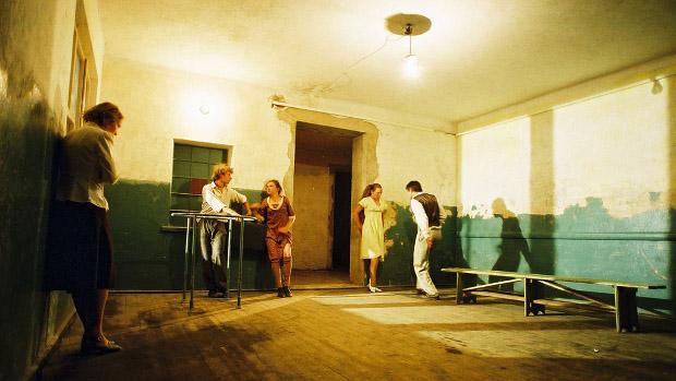 Priestor čakárne v budove železničnej stanice Žilina-Záriečie - fragment z projektu Cesta do Stanice, foto T. Takáts